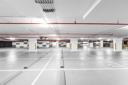 地下駐車ガレージ