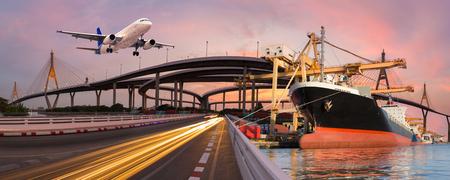 Panorama transporte y concepto logístico por avión de barco para logística Importar fondo de exportación