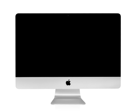 BANGKOK, THAILAND - August 14, 2015: Photo of new iMac 21.5 With OS X Yosemite. iMac - monoblock series of personal computers, created by Apple Inc. 版權商用圖片 - 74529105