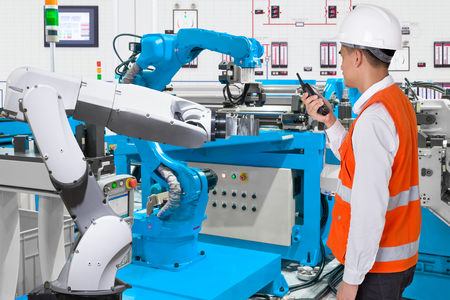 Maintenance engineer control automatic robotic hand machine tool at industrial manufacture factory, Industry 4.0 concept Stockfoto