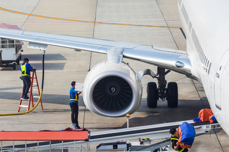 Turbine of engine airplane in airport Imagens - 120583847