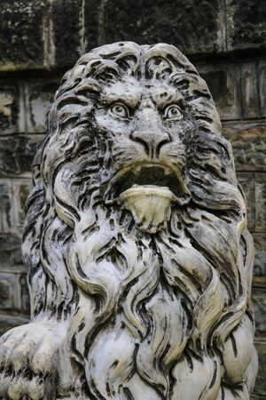 Sinaia, Romania, May 17, 2019: Marble sculpture. White stone lion. Architecture of the Middle Ages. European monuments An ancient attraction 報道画像
