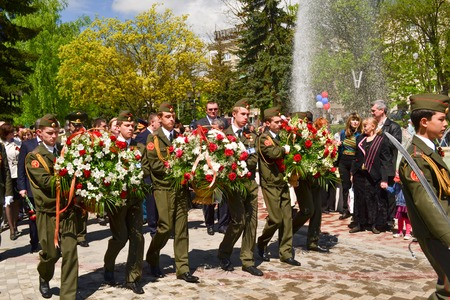 PYATIGORSK, RUSSIA - MAY 09, 2011: Military solders lay flowers to the monument to the fallen soldiers of Second World War