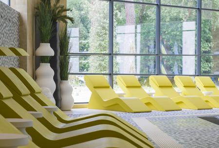 Rangée de chaise longue jaune pour se détendre