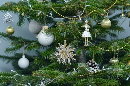 Gold white and argent Christmas toys hanging on the tree 版權商用圖片