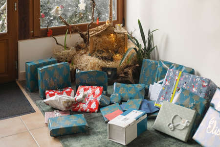 Many gifts under the tree for a Christmas Foto de archivo