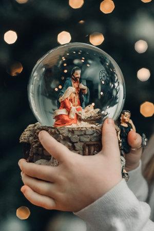 Glass ball with a scene of the nativity of Jesus Christ Foto de archivo