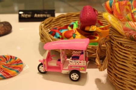 tuk: Pink Tuk Tuk Toy