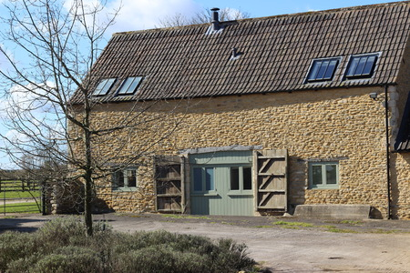 cotswold: Cotswold Barn Conversion Editorial