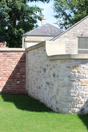 dyke: Attractive cotswold wall