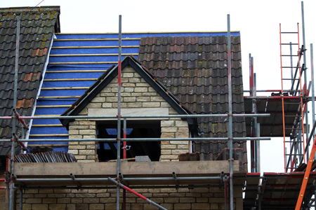 Tiling a English Roof With Tiles
