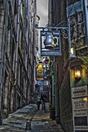 edinburgh: small pub in edinburgh in scotland