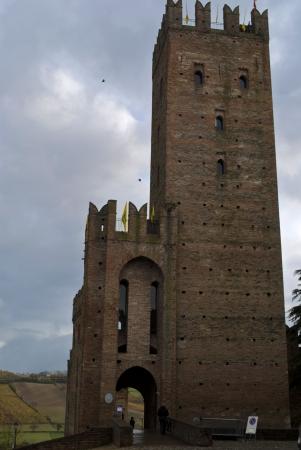 piacenza: castillo medieval de Castell'Arquato cerca de Piacenza