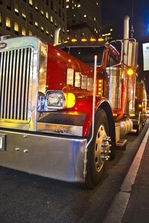 マンハッタンの大きな赤いトラック