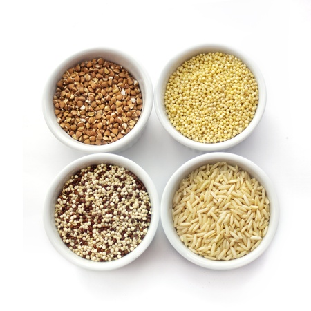 mijo: Colecci�n de cereales aislados en blanco