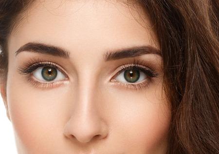 Augen Frau Augenbrauen Augen Wimpern. Isoliert auf weiß. Nahaufnahme.
