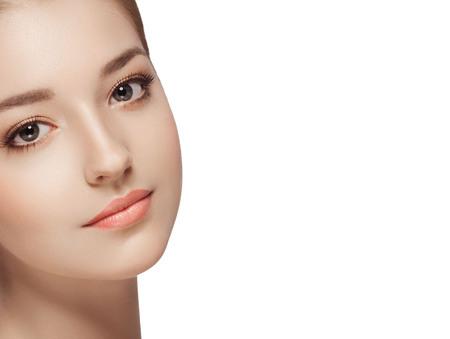 Beauty Woman Portrait visage. fond blanc isolé