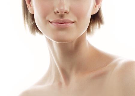 Labios de la mujer del hombro del cuello nariz. estudio de disparo. Aislado en blanco. Foto de archivo - 79411443