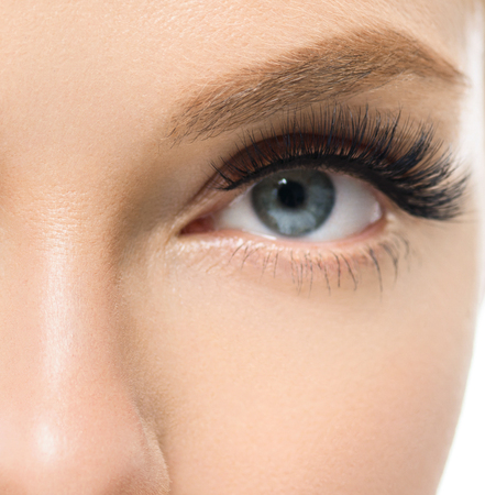 Wimpers vrouw schoonheid gezicht macro. Studio opname. Stockfoto