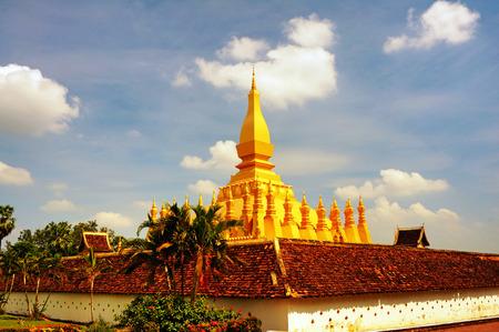 buddhist stupa: Golden Buddhist Stupa Stock Photo