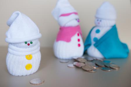 pecuniary: Snowmen family and money