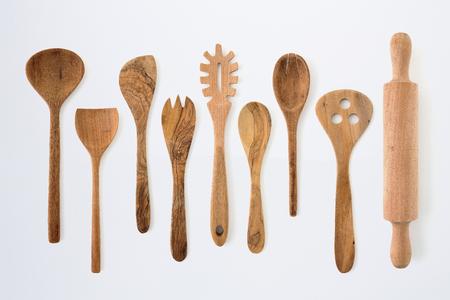Set di utensili da cucina con forchetta, cucchiaio e utensili in legno