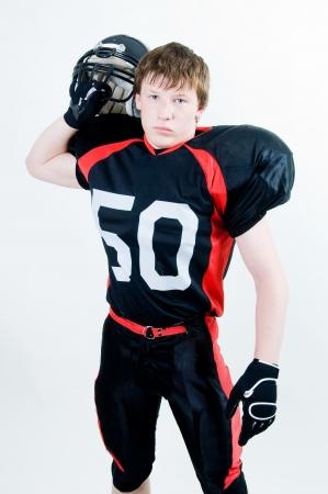 Il football americano giocatore con casco, studio isolato Archivio Fotografico