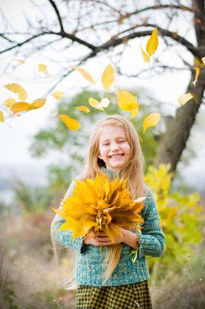 葉秋の少女の笑顔