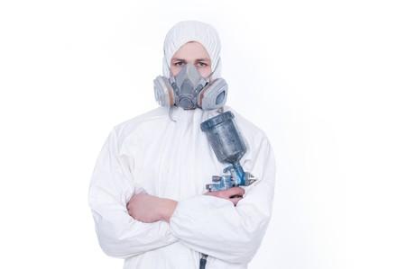 Travailleur avec airbrush gun, isol� sur un fond blanc Banque d'images