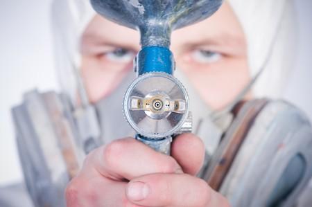 エアブラシの銃、銃の選択的な焦点との労働者 写真素材