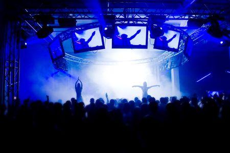 Les gens au concert, l'anonymat des filles sur la scène Banque d'images