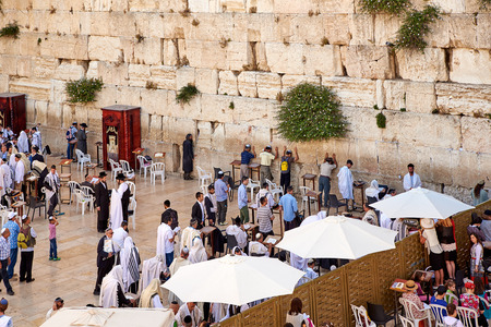 JERUSALEM, ISRAEL - JUNE 4, 2015: Western Wall also known as Wailing Wall or Kotel in Jerusalem. People from all over the world come to pray. Editoriali
