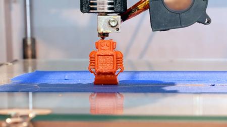 自動 3 つの次元の 3 d プリンターは、製品の作成を実行します。近代的な 3 D プリントや添加剤の製造、ロボットによる自動化技術。