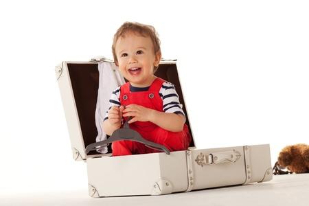 striped pajamas: Ni�o en la maleta de querer ir para las vacaciones con usted