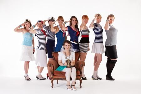 marinero: Ideas para la despedida de soltera: damas de honor saludando a la novia