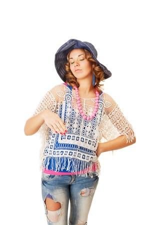 arrogancia: Hippie niña está mostrando su desagrado Foto de archivo
