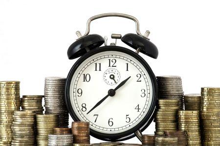 chronology: Permanente de reloj despertador con monedas en placa de metal