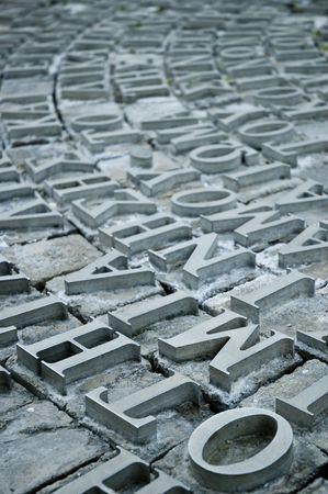 antica grecia: lettere greche sulla pietra in metallo