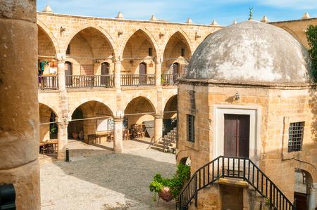 Büyük Han der Große Inn, größte Caravansarai in Zypern Nikosia Standard-Bild - 28219084