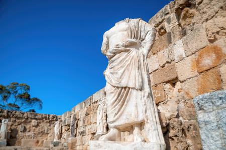 toga: Estatua romana en las Ruinas de Salamina. Distrito de Famagusta, Chipre