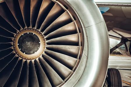 turbina: Motor de aviones de primer plano. foto del tono de color sintonizado Foto de archivo
