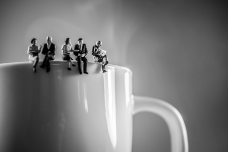 ビジネス チーム コーヒー ブレーク。ディスカッションとコンセプトを話しています。