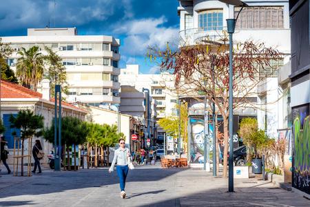 LIMASSOL, ZYPERN - MÄRZ 03, 2017: Universitätsplatz in der Altstadt von Limassol.