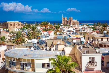 海に向かって探しているファマグスタの町の眺め。キプロス 写真素材