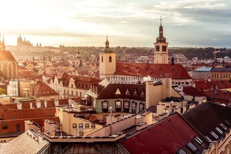 Die Basilika St. James und das Prager Stadtbild. Tschechien.