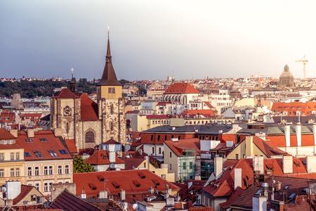 Saint Giles 'Kirche und Prag Stadtbild. Tschechien.