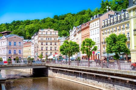 Tepla Flussdamm. Karlovy Vary, Tschechische Republik.