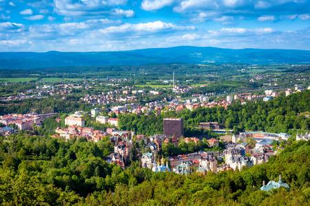 Luftaufnahme von Karlovy Vary oder Karlsbad. Tschechien