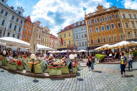 PRAG, TSCHECHISCHE REPUBLIK - 21. MAI 2017: Ansicht des männlichen Namesti oder des kleinen Quadrats in der alten Stadt von Prag. Editorial