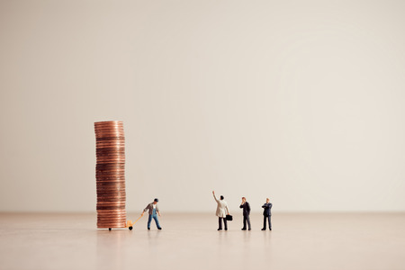 Lieferung von Geldern. Geschäfts- und Geldkonzept. Standard-Bild